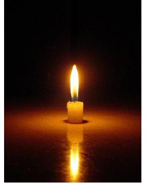 Foto de una vela encendida 11