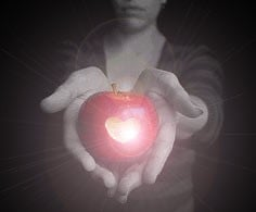 Brujería con manzana roja