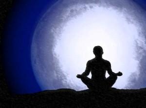 Utilizar la luna llena para aumentar la intuición