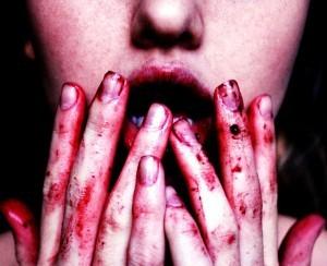 Resultado de imagen para persona sangrandose por dentro