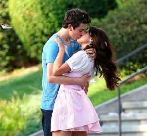 selena-gomez-besando-con-otro