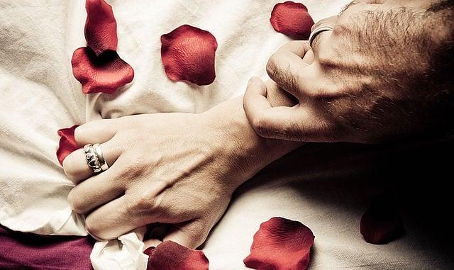 2 hechizos con velas rojas para despertar la pasión