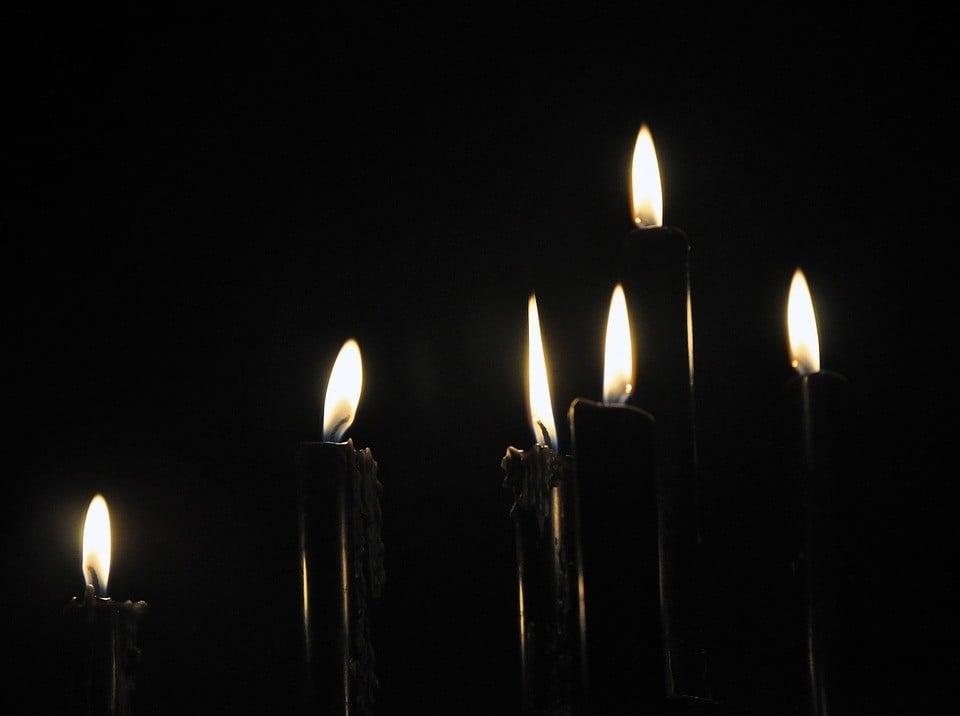 3 hechizos con velas negras